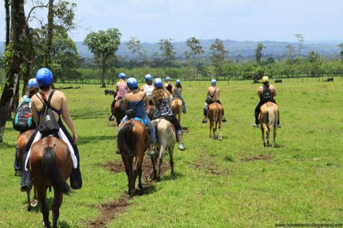 horseback-riding-lafortuna